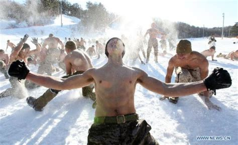 boat us marine weather looking hot in the cold s korean u s soldiers in winter