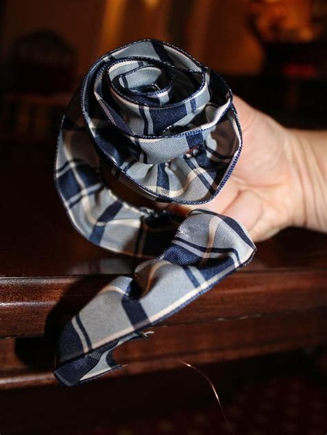 google images hgtv how to wrap ribon around christmas tree how to make a ribbon gt http hgtv design 2012 12 12 menswear inspired gift wrap