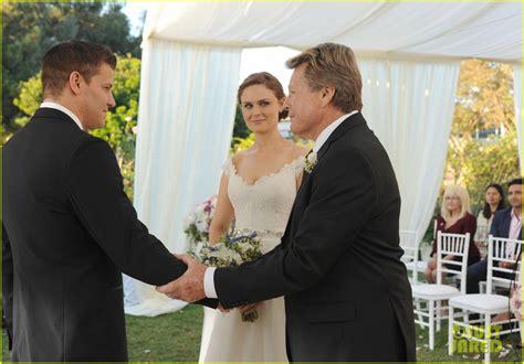 bones wedding booth bones get married see wedding