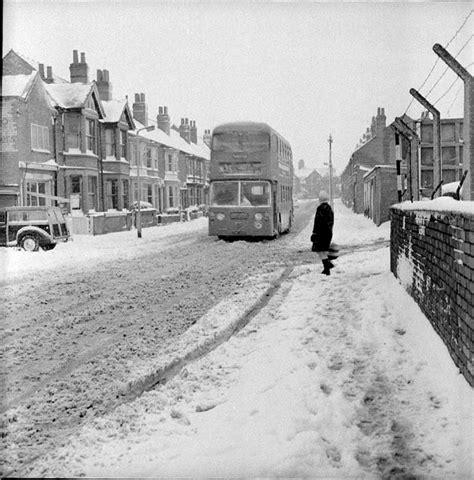 nuneaton abbey street our warwickshire nuneaton midland red bus in the snow our warwickshire