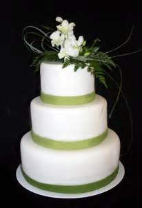 wedding cakes pictures wedding cakes with green trim