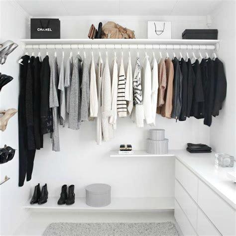 S Minimalist Wardrobe by Joie De Jodie Minimalist Wardrobe