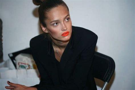 Lipstik Revlon Siren revlon lustrous creme siren 677 reviews photos