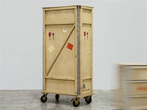 armadio con ruote armadio in legno su ruote collezione export 210 by