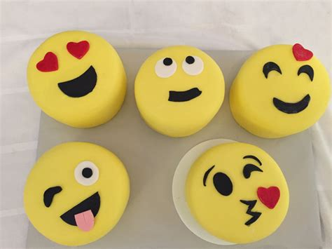 Wedding Cake Emoji by Easy Emoji Cakes Cakecentral