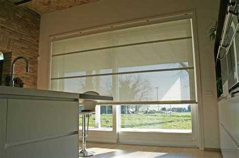 tende per porta finestra scorrevole alzante scorrevole con tenda frangisole elettrica interna