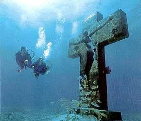 catamaran hundido en cozumel quot cross of the bay quot island of isla mujeres mexico a