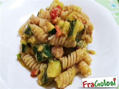 come cucinare pasta e zucchine pasta zucchine e tonno ricetta di fragolosi it