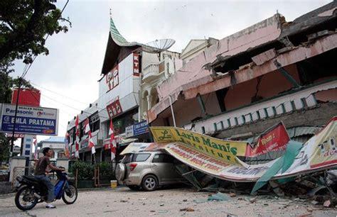 Lemari Kaca Berlu cara berlindung yang tepat saat mendadak gempa bumi ciricara