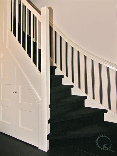 balustrade langs trap vuren dichte dubbelkwart trap de kruijf trappen
