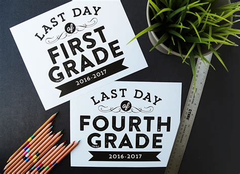 remodelaholic printable  day  school signs