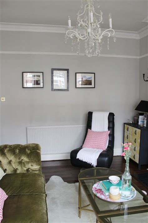 picture rail in bedroom 27 best picture rails to paint above or not to paint above images on pinterest
