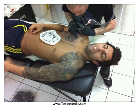 zyzz tattoo chest zyzz tattoo veni vidi vici hairstyle simple
