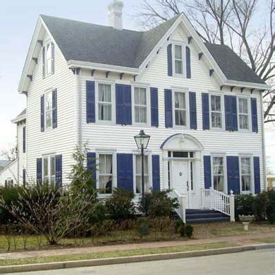 white house with blue shutters 25 best ideas about federal style house on pinterest brick houses colonial house