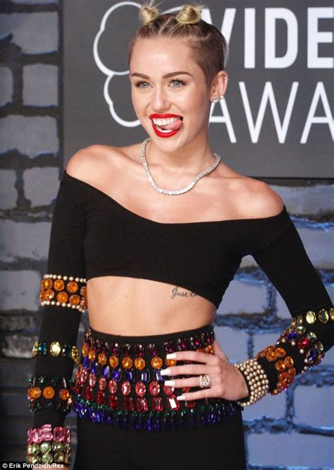 Jny Co Kaos Be A With A Mind mccarthy dresses as miley cyrus tongue for