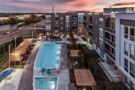 Apartments In Deerfield Chicago Lasalle Investment Management Buys Woodview Apartments In