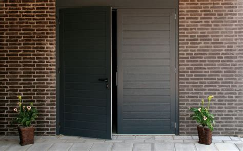 schuur deur openslaande garagedeuren de schuurde schuur
