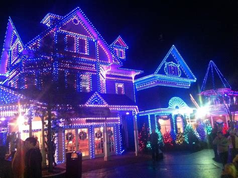 dollywood lights 2017 4 reasons you ll the dollywood smoky mountain