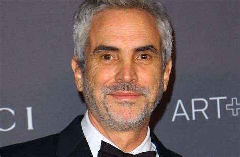 alfonso cuaron podcast alfonso cuar 243 n roma interview netflix deal