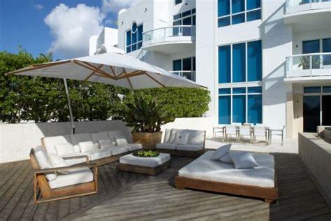 elegant beachside house design in miami beach modern classy and elegant miami beach townhouse freshome com