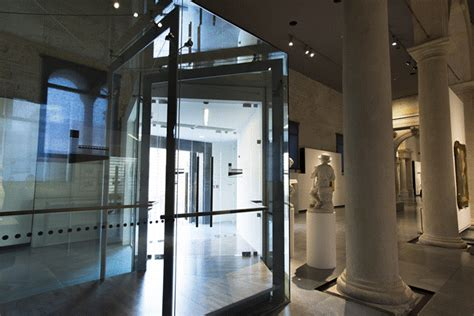 bussola ingresso lavorazioni di acciaio vetro e legno tomellini s r l
