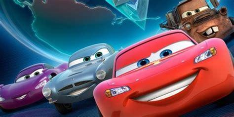 mobil balap di film cars owen wilson cars 2 menjadi mobil paling cepat di