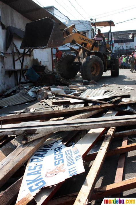 Luthfi Khaki foto 700 petugas gabungan bongkar bangunan pkl tanah