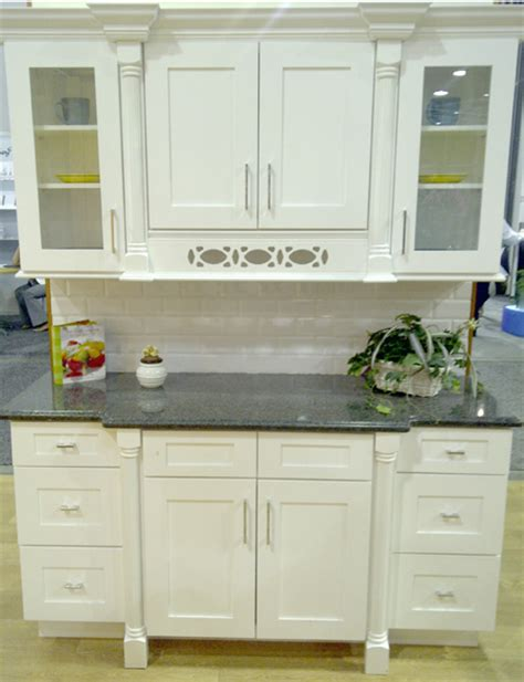 white shaker kitchen picture
