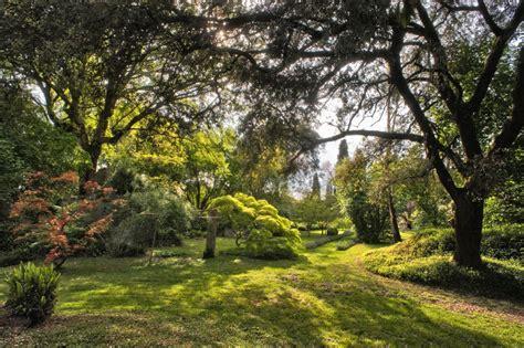 giardino di ninfa foto i giardini da sogno di ninfa lifegate