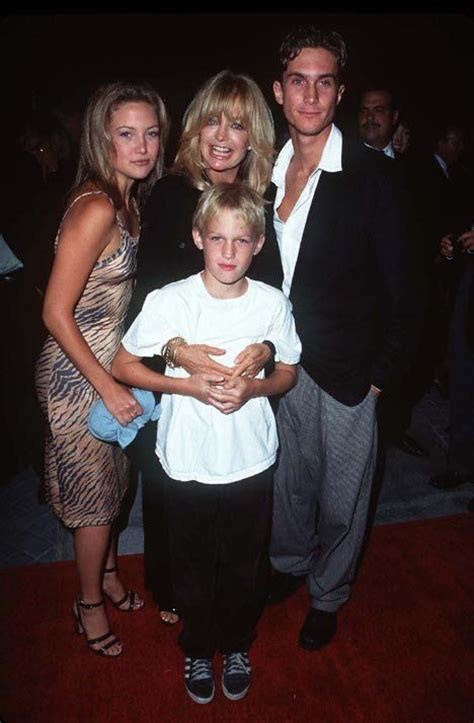 oliver hudson brother boston goldie hawn with her kids kate hudson oliver hudson and