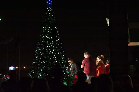 deer park lights up christmas tree houston chronicle