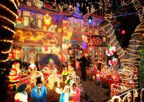best christmas decorated homes 30 absolutely beautiful christmas decorations from around