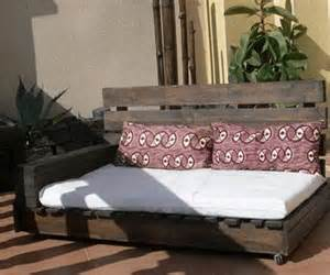 Day Beds Made Out Of Pallets Wooden Pallet Daybed Ideas Pallet Wood Projects