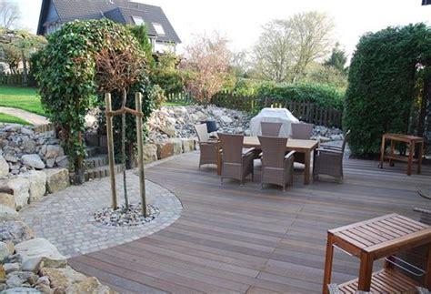 terrassengestaltung mit bankirai und toscana