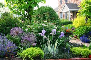 In The Garden And More Photo Of The Week A Lush Front Yard Garden Garden Variety