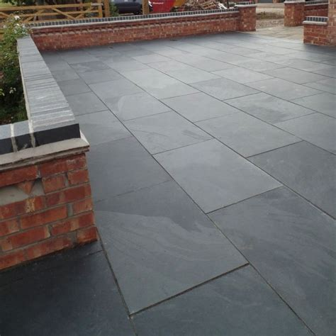 Black Limestone Patio Slabs by The 25 Best Ideas About Slate Paving On Slate
