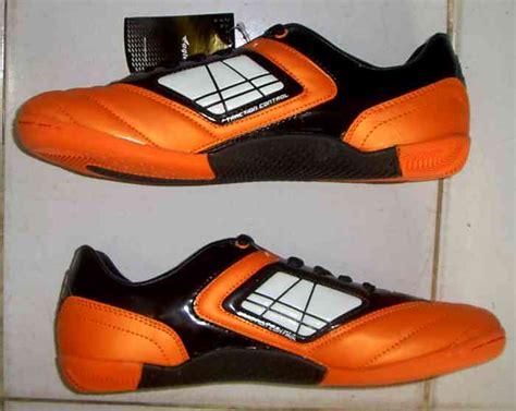 Sepatu Oren toko jual sepatu futsal original murah oren