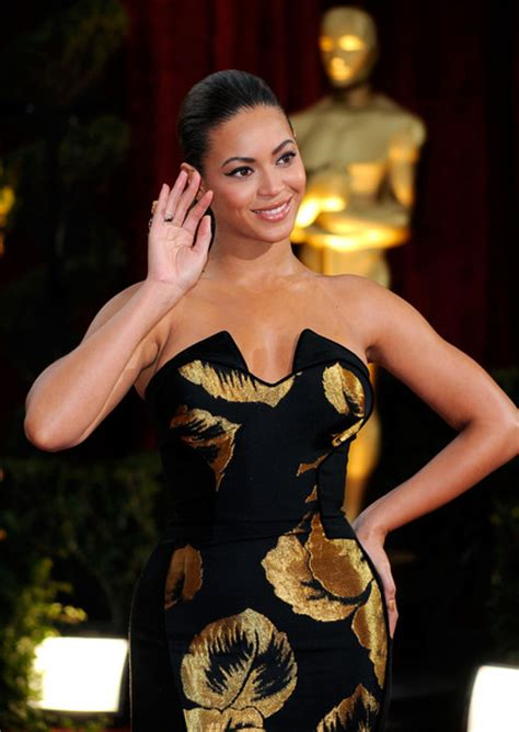 A Closer Look At The Oscars Beyonce Knowles by Beyonc 233 Knowles Oscar Gown Oscar Gowns Zimbio