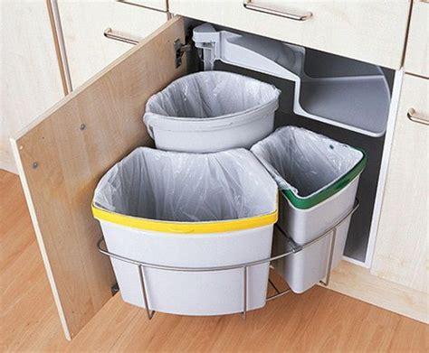 Kitchen Cabinet Trash Bin by Come Organizzare La Raccolta Differenziata In Casa