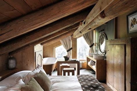 dachschräge schlafzimmer rustikales schlafzimmer mit dachschr 228 ge aequivalere