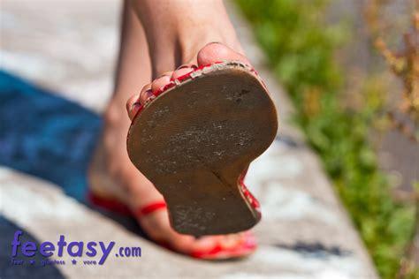 giantess sandals rosas sandals by feetasygiantess on deviantart