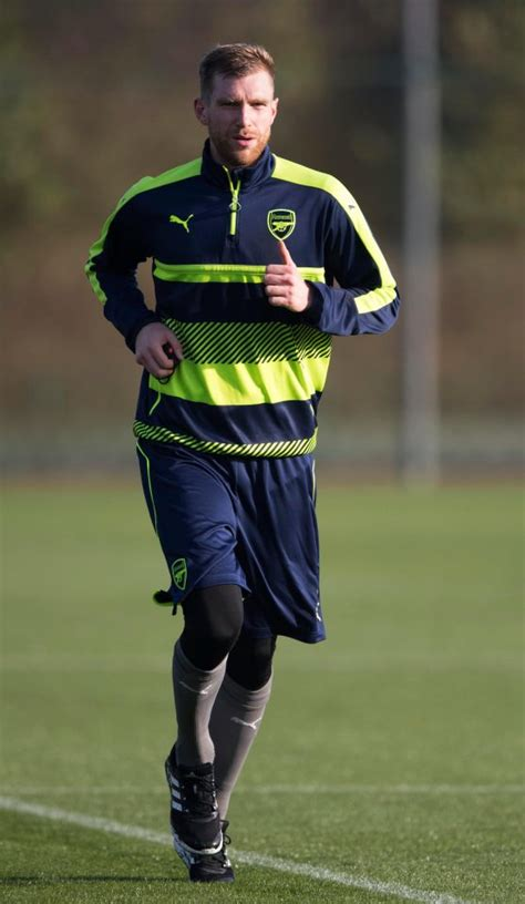 alexis sanchez contract extension arsenal give per mertesacker a one year contract extension