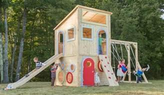 haus mit rutsche spielhaus im garten modernes kinderspielhaus aus holz