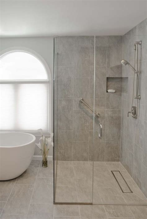 baignoire et combin礬e les 25 meilleures id 233 es concernant baignoire d angle sur