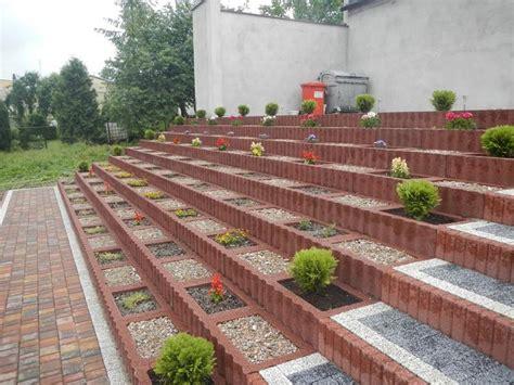 terrassement n co design exterieur terrassement parterre fleurs parpaings