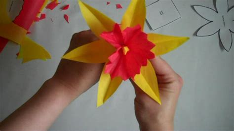 Paper Flowers To Make - how to bliss how to make a paper flower daffodil