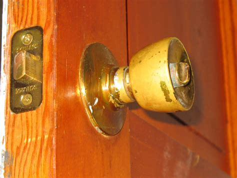 Door Knob No Screws by Remove A Door Knob That Has No Screws Mike S Tech