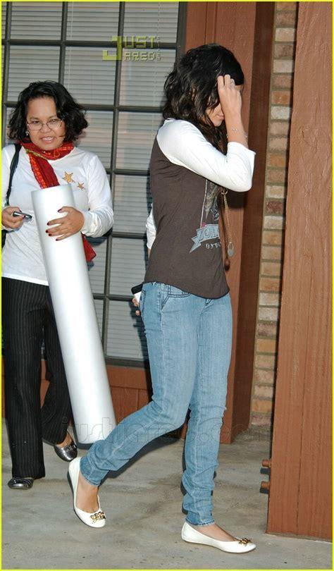 Kaos Bon Jovi Bon Jovi 04 Raglan hudgens visits physical therapist photo 602791