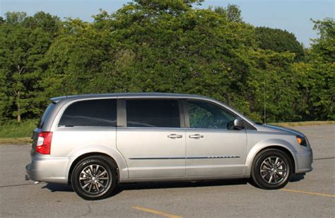 Toyota Town And Country Chrysler Town Country Vs Toyota How Do They
