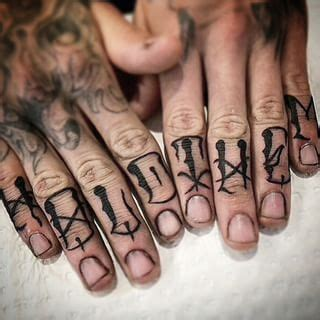 knuckle tattoo font 1000 images about tattoos fingers on fonts